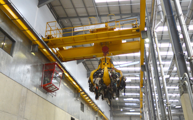 Energy from Waste grab on a single gantry