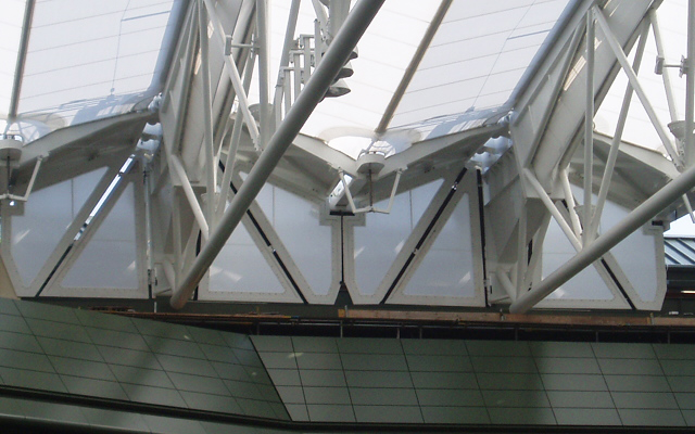 Trusses of the Wimbledon Centre Court roof holding up the roofing membrane