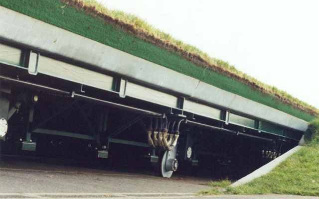 Ascot moveable turf tray with hydraulics and motors